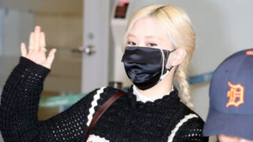 BLACKPINK Rose's Outfit at Incheon Airport on September 19, 2021