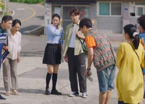 Hometown Cha-Cha-Cha Kdrama Fashion - Kim Seon-Ho - Episode 9-1